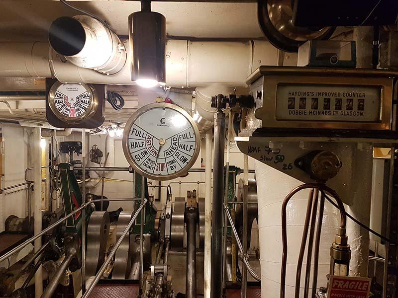 paddle-steamer-engine-room
